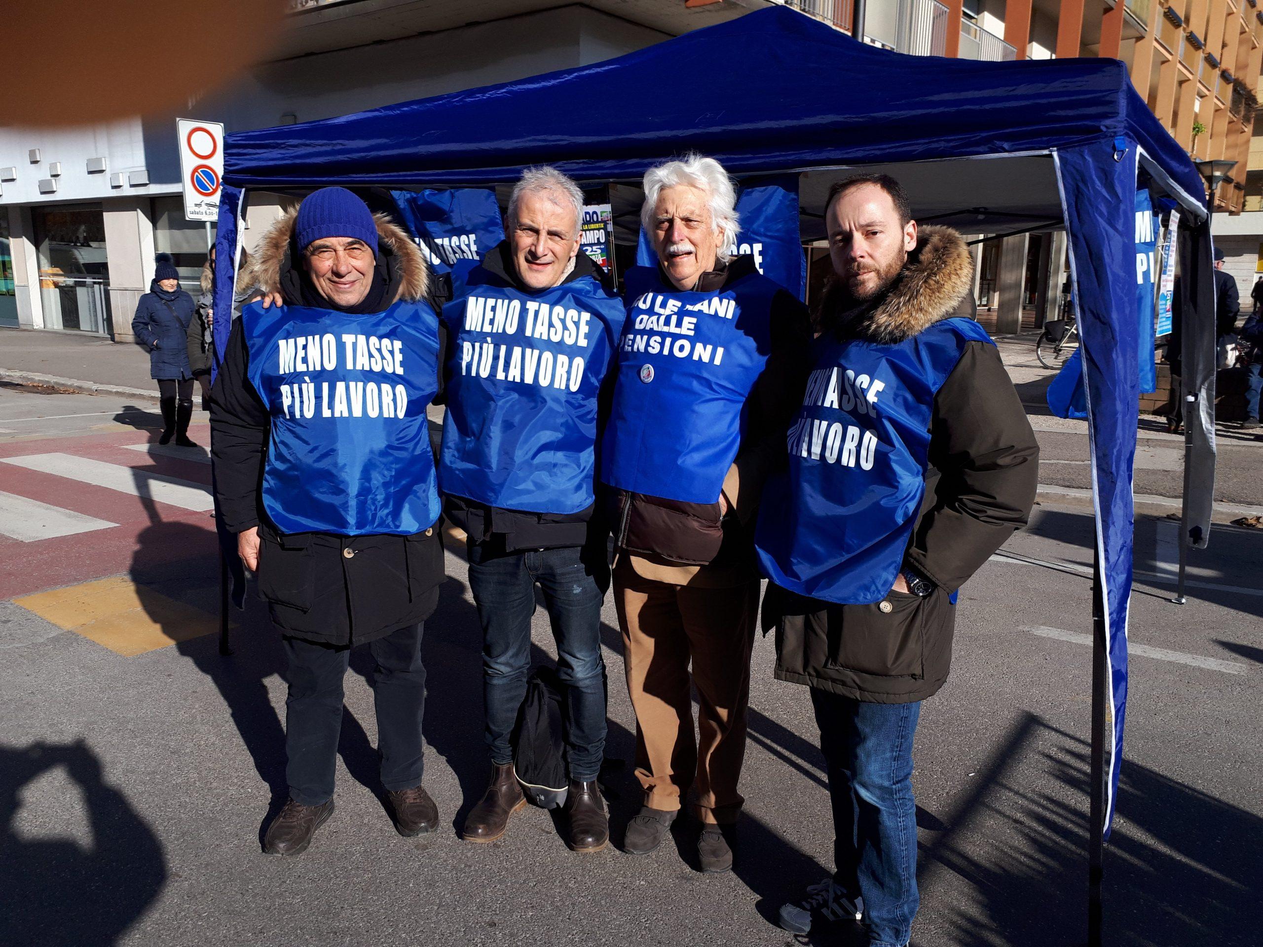 Ai gazebo ad Arezzo e Montevarchi per i 25 anni di Forza Italia