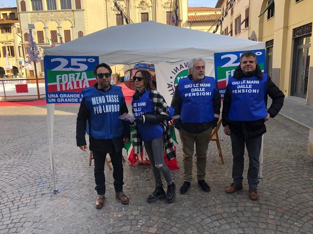 Ai gazebo ad Arezzo e Montevarchi per i 25 anni di Forza Italia 15