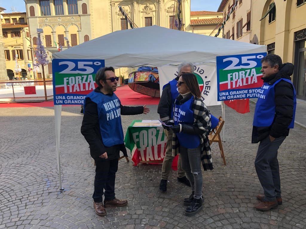 Ai gazebo ad Arezzo e Montevarchi per i 25 anni di Forza Italia 17