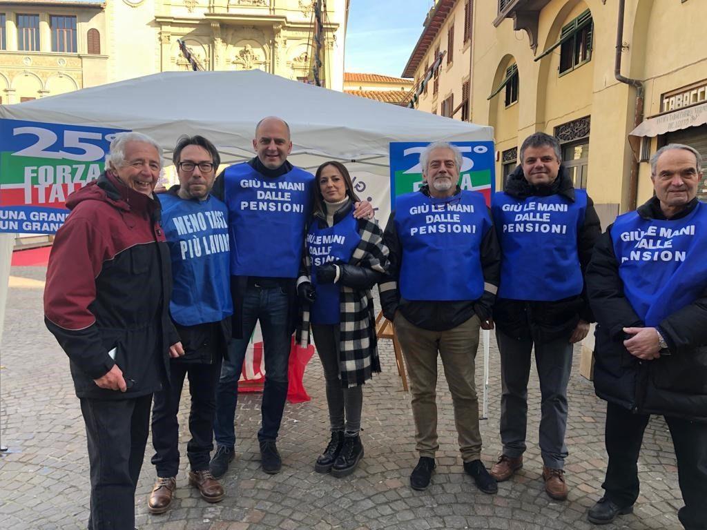 Ai gazebo ad Arezzo e Montevarchi per i 25 anni di Forza Italia 18