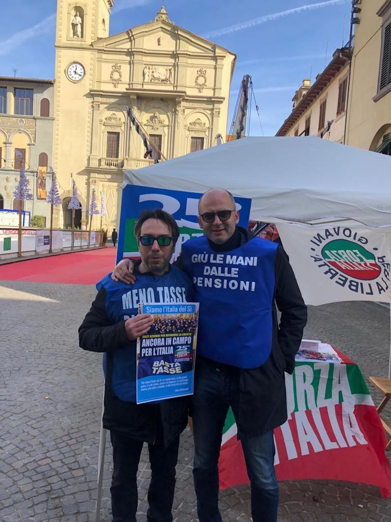 Ai gazebo ad Arezzo e Montevarchi per i 25 anni di Forza Italia 22