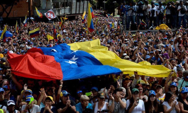 si parla molto della situazione Venezuelana e sulle ambiguità del governo italiano, che ha posto il veto al riconoscimento del Presidente Guaido da parte dell