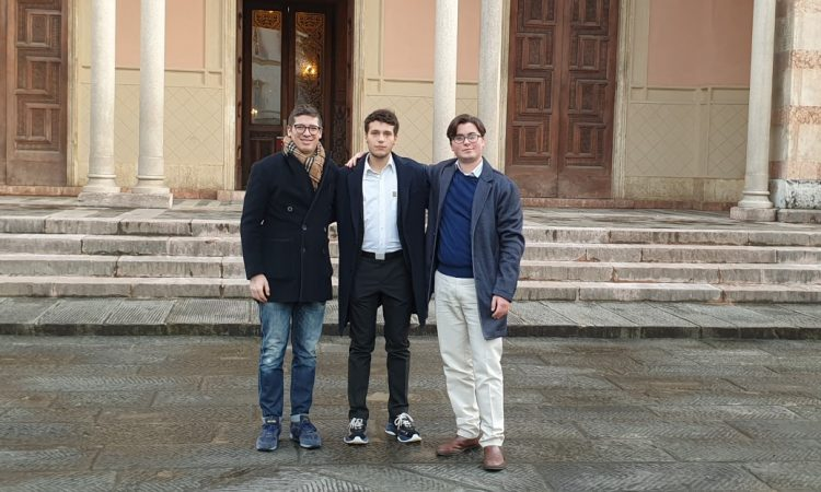 Una delegazione di Forza Italia Giovani Firenze ha visitato la sinagoga di Firenze.