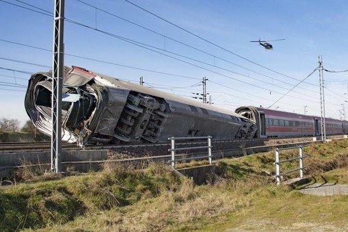 Treno deragliato, cordoglio per le vittime