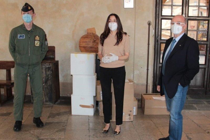 Pisa: consegna mascherine Ffp2 al personale in prima linea