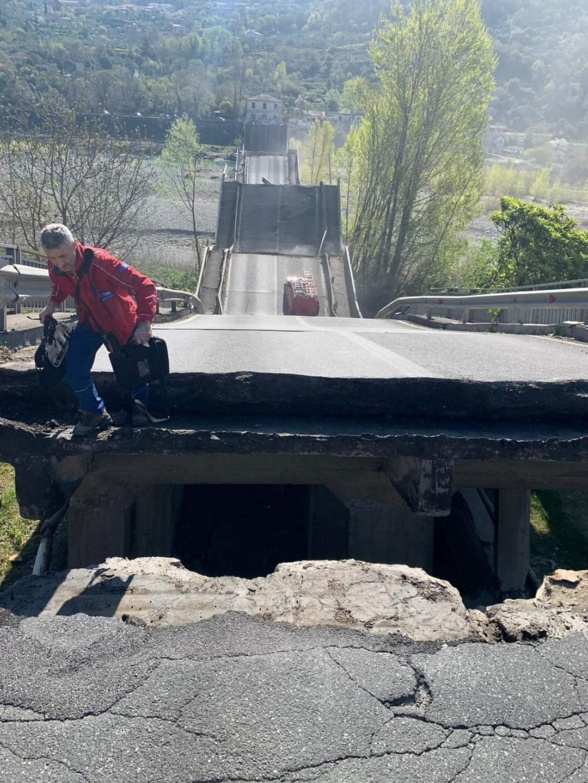 Crollo ponte Lunigiana, si è rischiata la tragedia 21