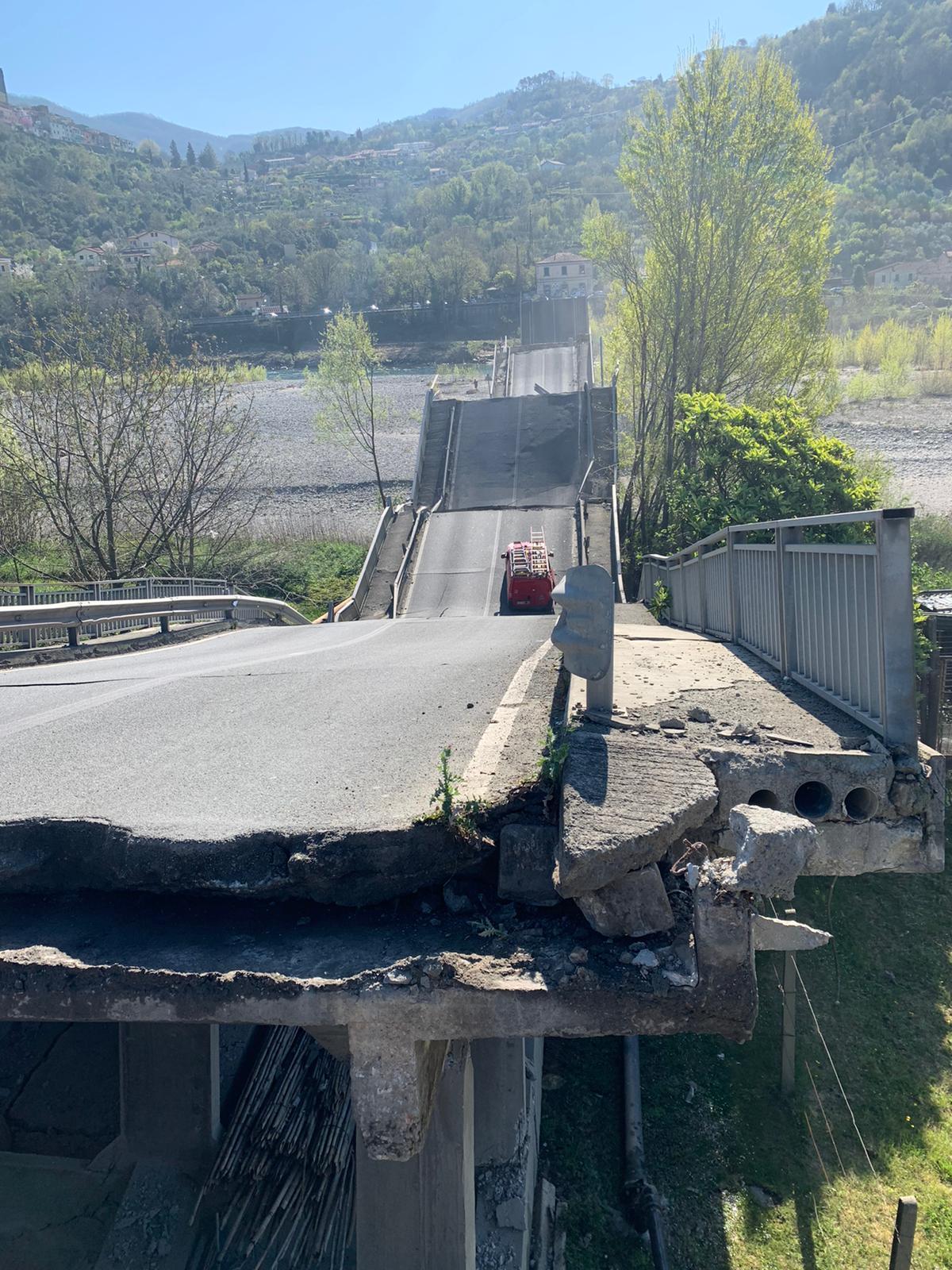 Crollo ponte Lunigiana, si è rischiata la tragedia 12