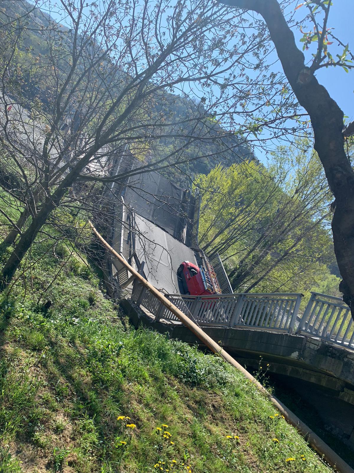 Crollo ponte Lunigiana, si è rischiata la tragedia 17