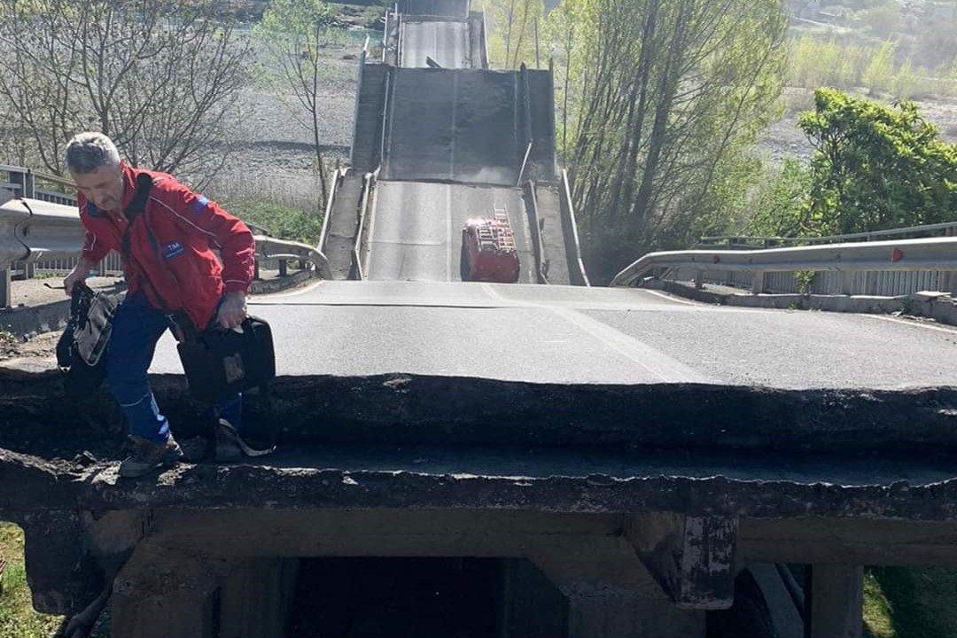"""Crollo ponte Lunigiana, si è rischiata la tragedia. I Deputati di Forza Italia alla Camera Stefano Mugnai ed Erica Mazzetti: """"Come può un ponte oggi praticamente senza traffico venire giù così? Qualcuno dovrà rispondere"""""""