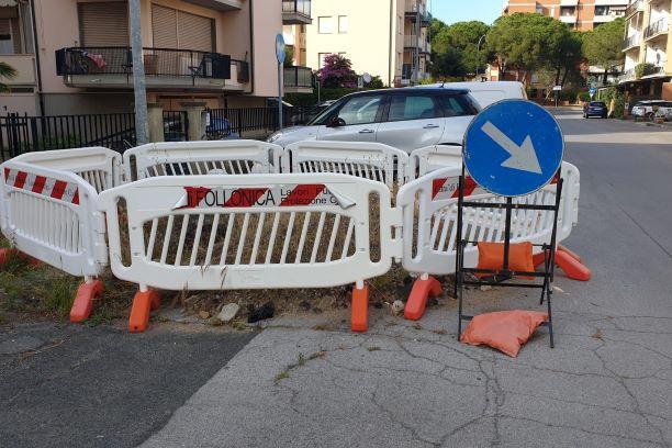 Follonica, Salciaina: Voragine nella strada snobbata