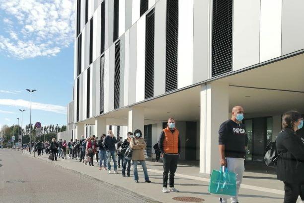 Castellini: Grandi assembramenti davanti all'ospedale Apuane