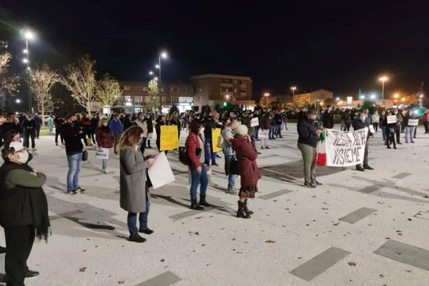 Capannori: Sit-in per le imprese colpite dal DPCM