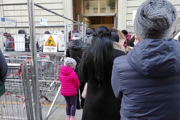 Empoli, cantiere davanti alla scuola, proteste dei genitori