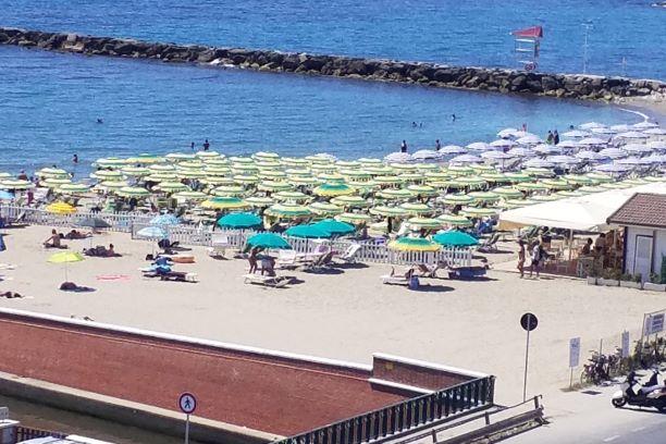 Massa: spiagge libere sottratte ai cittadini dal Pd