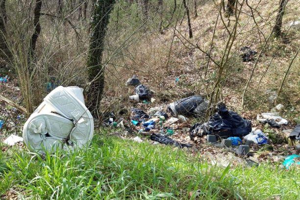 Strada Provinciale Vicchio – Dicomano invasa dai rifiuti