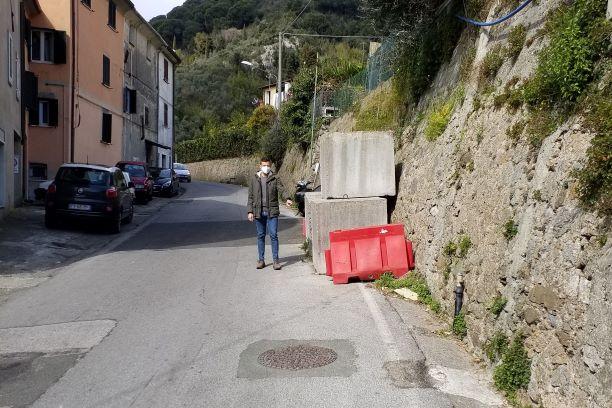 Massa Carrara: Sp6, i blocchi di cemento compiono 12 anni