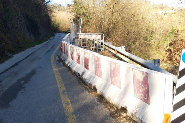 Strada Provinciale Vicchio – Dicomano, rifiuti e pericoli