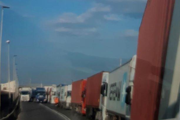Livorno: Carenza di container e congestione nei porti