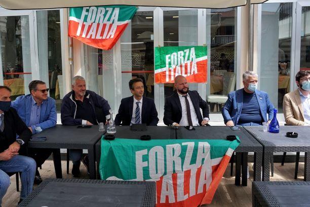 Massa: Piazza IV Novembre, Forza Italia mantiene la parola